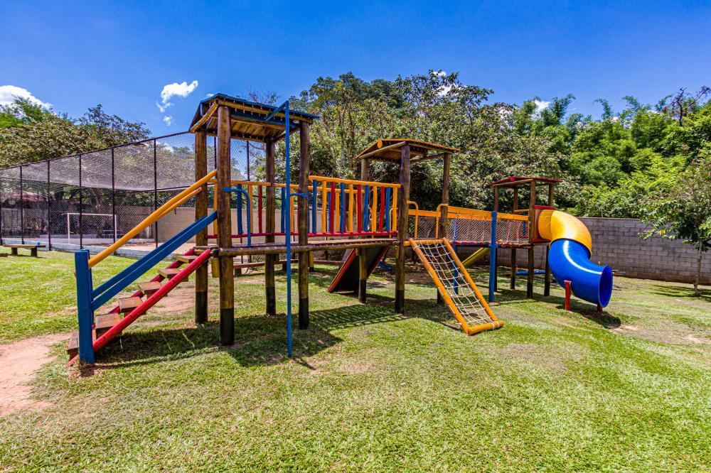 Ótimo apartamento localizado em Santa Terezinha contendo 53 m² sendo, sala, cozinha com armários, 02 dormitórios, banheiro com gabinete, área de serviço. 01 vaga de garagem.Condomínio oferece portaria 24 horas, playground.