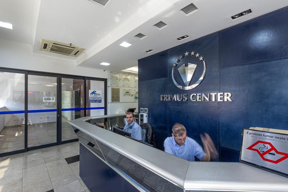 Ampla sala comercial localizada em avenida de fácil acesso, acabamento de qualidade, segurança total, serviço