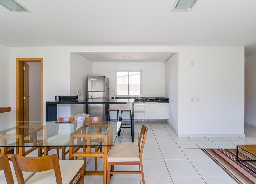 Excelente apartamento contendo 80m2, 02 vagas de garagens gavetas, varanda gourmet, Sol da Manhã, sala, cozinha americana planejada, 03 dormitórios sendo 01 suite. Área de lazer completa. Estuda financiamento e FGTS.
