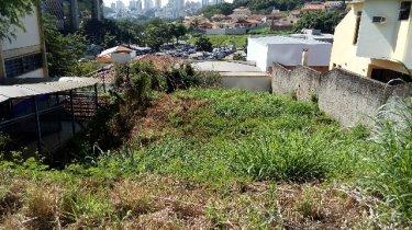 Terreno bem localizado no Castelinho, com 316m² de área total. Aceita financiamento.