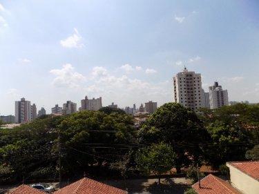 Ótimo apartamento em localização privilegiada no bairro Paulista, contendo 83,97m² de área útil e 129,49m² de área total distribuídos em sala dois ambientes com sacada, 3 dormitórios sendo 2 com armários, banheiro social, ampla cozinha, área de serviço com banheiro, 1 vaga coberta. Aceita Financiamento e FGTS.