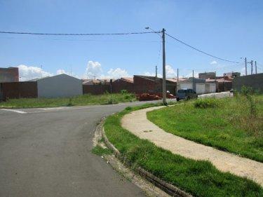 Ótimo terreno no Altos do São Francisco, com  268,53 m2 (14,15m de Frente x  22m  de Fundos), plano em rua tranquila.