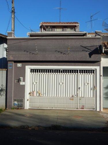 Ótima casa no bairro Castelinho com 125m² de terreno e 172m², com 3 dormitórios sendo uma suíte, sala, sala de jantar, cozinha, lavanderia e espaço gourmet com churrasqueira e 2 vagas de garagem. Aceita financiamento e FGTS.