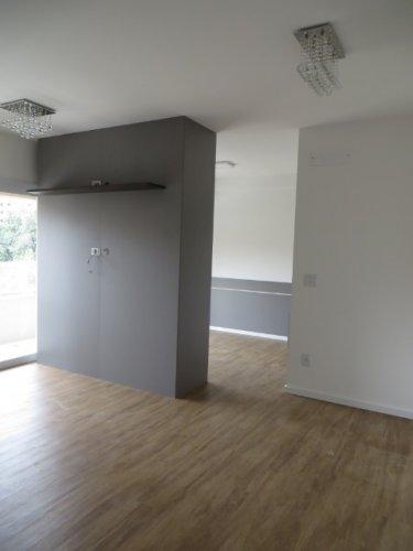 Excelente apartamento, em localização privilegiada, próximo á bancos, clínicas, restaurantes, farmácias. O imóvel possui 1 dormitório, com painel e armários, banheiro com gabinete e box, cozinha toda planejada com