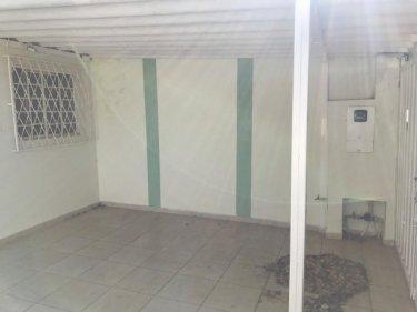 Casa com 160m² de terreno e 65m² de construção, com 2 dormitórios sendo 1 suíte, sala ampla, cozinha, banheiro social. 1 vaga de garagem. Não aceita financiamento e FGTS.