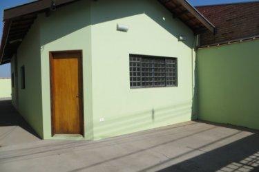 Casa térrea com 175 m² de terreno e 80,48 m² de construção distribuídos em sala, 2 dormitórios, ampla cozinha, lavanderia e banheiro social. 2 Vagas de Garagem. Aceita Financiamento e FGTS.