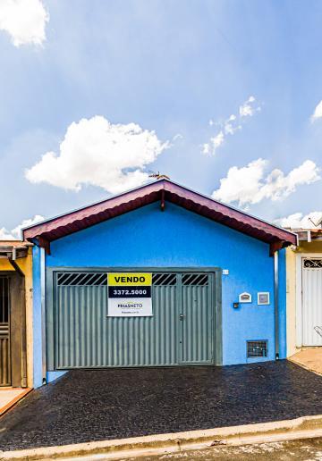 Casa em Bairro Tranquilo com toda infra-estrutura, com Garagem para 2 carros, 2 dormitórios sendo 1 suite, cozinha, Banheiro social, quintal.