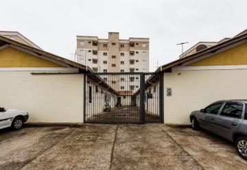 Casa de Vila, tranquila, próximo a supermercados, farmácias, escolas, com 01 dormitório, sala / cozinha com gabinete. 01 banheiro e área de serviço.1 vaga