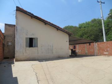 Casa com 02 dormitórios sendo 1 suíte, sala, banheiro, cozinha e garagem coberta. Não aceita financiamento.
