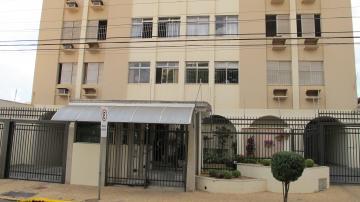 Apartamento com 3 dormitórios com armários sendo uma suíte, ampla sala com vista para o Rio Piracicaba, cozinha com armários e gás encanado, banheiro de serviço e uma vaga de garagem. Apartamento em excelente localização central.
