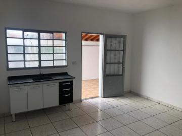 Casa em ótima localização com 50m² contendo sala, 02 dormitório, cozinha, banheiro e área de serviço coberta . 01 vaga coberta