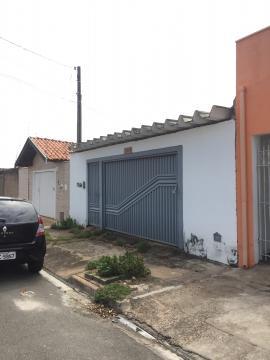 Casa 2 dormitório, sala, banheiro cozinha com gabinete, 2 vagas de garagem. Aceita financiamento e FGTS