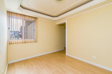 Apartamento em excelente localização no bairro Jardim Elite com sala, 02 dormitórios sendo 01 com armário embutido, cozinha planejada, banheiro social com gabinete e box blindex, lavanderia e 01 vaga de garagem. Aceita financiamento e FGTS.