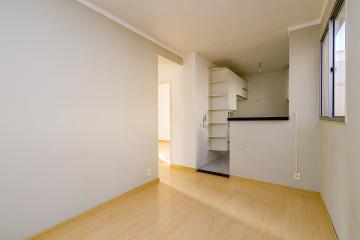 Apartamento com 2 dormitórios, sala, cozinha com armários, lavanderia, banheiros com blindex, gabinete  e 1 vaga de garagem. Aceita financiamento.