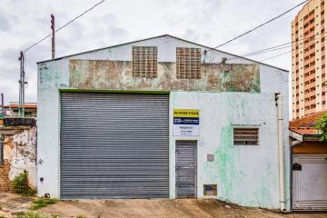Galpão à 100 metros da avenida independencia com 280m² de construção, 02 banheiros.