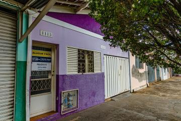 Casa em bairro tranquilo no piso superior com 95m² contendo, sala com ar condicionado, 2 domitorios com armarios sendo 1 suite com ar condicionado, cozinha com gabinete e armario e area de luz.
