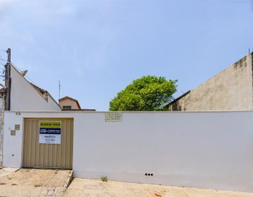 Casa com 148 m contendo sala, cozinha espaçosa com gabinete, banheiro, área de luz, 3 dormitórios, amplo quintal, 3 vagas de garagem coberta e varias descobertas.