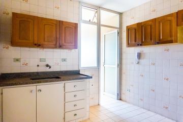 Ótimo apartamento na região central medindo 77m² contendo sala 02 ambientes com sacada, 02 dormitórios com armários embutidos sendo 01 suíte, cozinha com gabinete e armário, área de serviço com banheiro, 01 vaga de garagem.