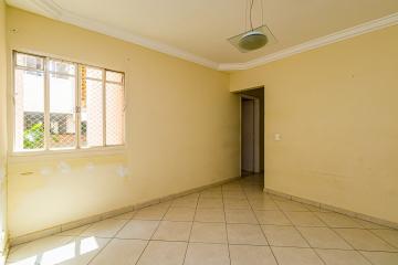 Lindo apartamento de 59m² de projeto com ampla sala, cozinha planejada, 2 dormitórios com armários embutidos (1 com ar-condicionado), banheiro com armários embutidos e box. 1 vaga coberta. Aceita financiamento e FGTS.