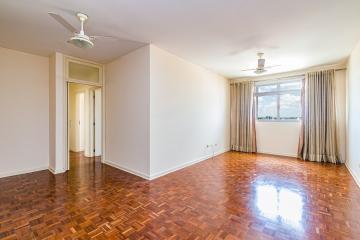 Apartamento 162m² no centro da cidade, Sala ampla com 2 ambientes , cozinha planejada, lavanderia com uma dispensa, 3 dormitórios com armários sendo 1 suite com Ar. Estuda proposta! não tem garagem