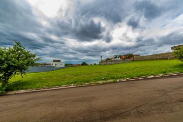 Terreno em condomínio sendo 1.000,00 m² de área. Não aceita financiamento.