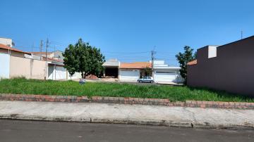 Excelente terreno com 300,00 m², topografia plana em bairro residencial, completo em serviços e comercio. Aceita financiamento.