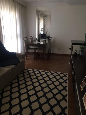 Apartamento com 74 m², com sala para 2 ambientes e sacada com churrasqueira, 3 dormitórios sendo 1 suíte e armários embutidos, banheiro social, cozinha planejada e 2 vagas de garagem (tipo gaveta). Área de lazer com piscina, churrasqueira e playground. O apartamento permite instalação de ar - condicionado split. Aceita financiamento e FGTS. Estuda permuta com apartamento de menor valor.