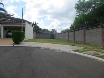 Excelente lote em condomínio medindo 329 m².  Lote plano, condomínio com excelente área de lazer e segurança. Aceita financiamento.