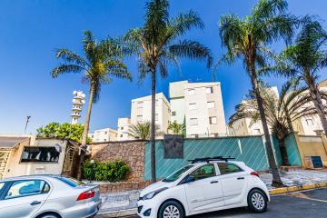 Apartamento em ótima localização com 45m² contendo sala, cozinha com armários, banheiro social com box, 02 dormitórios. 01 vaga de garagem.