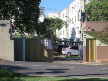 Lindo apartamento com 2 dormitórios, cozinha com armários e cooktop e ótima área de laser com piscina, situado ao lado do hipermercado Savegnago, padarias entre outros comércios e rápido acesso as avenidas mais importantes da cidade.