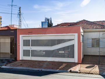 Excelente casa no bairro Alto sendo, sala, 3 dormitórios (2 com armários), cozinha planejada, copa com armários, amplo quintal com churrasqueira e banheiro. Aceita financiamento e FGTS.
