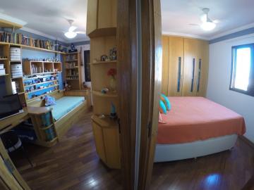 Lindo apartamento com vista do Jardim Elite com 83,12 m² de área util, 2 vagas de garagem, 3 dormitorios com armários (1 suíte), sala TV, jantar, banheiro social completo, cozinha planejada e área de serviço com armário.