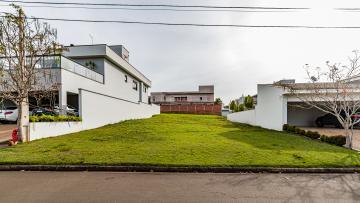 Excelente lote em ótima localização no condomínio fechado Residencial Damha I. Condomínio com total infra-estrutura e área de lazer completa. Aceita financiamento.