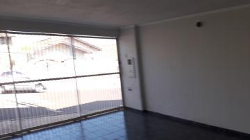 Linda casa de 2 dormitórios, sendo uma suite. situada na Vila Rezende. Casa com sala, cozinha, banheiro, área de serviço, quintal e vaga para 2 carros.