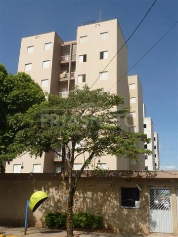 Apartamento em ótima localização com 3 dormitórios, sendo 1 suite e armários, cozinha com armários e 1 vaga de garagem. Aceita financiamento.