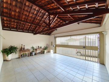 Casa em Bairro consolidado com 2 dormitórios sendo 1 suite  cozinha com armários planejados, banheiro com box blindex garagem  para 2 veículos e espaço gourmet com churrasqueira. Aceita financiamento.