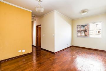 Ótimo apartamento contendo ampla sala 2 ambientes, 3 dormitórios, banheiro social, ampla cozinha repleta de armários,  área de serviço e 1 vaga de garagem