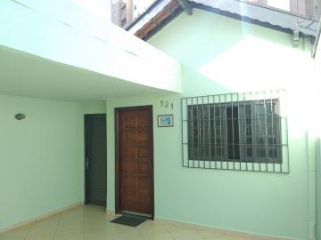 Linda casa com 2 dormitório sendo 1 suite, banheiro, sala, cozinha, área de serviço coberta  e quintal. Localizada próxima ao Mercado Savegnago, farmácias, padaria, faculdade entre outros comércios de referências.