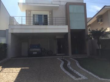Linda residência no Terras de Piracicaba IV com excelente acabamento, 3 suítes com armários sendo 1 master, roupeiro, escritório, sala de estar, jantar, lavabo,cozinha, lavanderia, despensa, área de churrasqueira 4 vagas de garagem.  Aceita financiamento e FGTS.