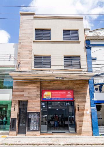 Novíssimo Apartamento situado no centro da cidade, ao lado de bancos, Poupatempo, escolas,  mercados, entre outros comércios de referencia da região central de Piracicaba. Cozinha com gabinete e armário, 2 dormitórios, banheiro/área de serviço.