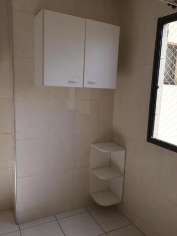 Apartamento com 55m² com sala 2 ambientes, 2 dormitórios, banheiro com box, cozinha com armário, lavanderia, 1 vaga. Área de lazer com piscina, churrasqueira e playground.