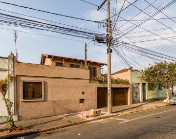 Casa situada no piso superior sem vaga de garagem. Casa 2 dormitórios, sala, cozinha e banheiro. Para uso da vaga consulte o Corretor.