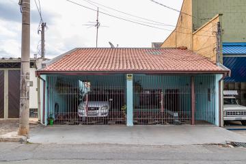 Ótima casa, localizada na Vila Rezende, possui 2 dormitórios, sendo 1 com armário embutido, sala, cozinha e banheiro social, lavanderia coberta e 1 quintal amplo. A casa possuí garagem para 3 carros.  Estuda financiamento e FGTS.