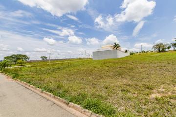 Excelente lote no condomínio fechado Terras de Ártemis medindo 528 m² com ótima topografia.  Condomínio com área de lazer completa.  Aceita financiamento.