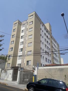 Apartamento com 2 dormitórios com armários, sendo 1 suíte e sala ampliada incorporada ao terceiro dormitório, cozinha com armário, lavanderia e 2 vagas de garagem. O prédio possui elevador.  Aceita Financiamento e FGTS.