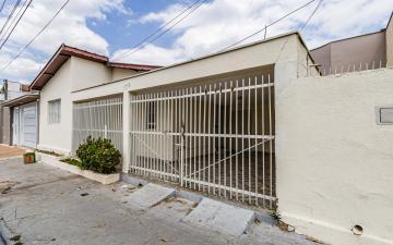 Excelente casa com 2 dormitórios, sala, cozinha, banheiro social, lavanderia coberta, quintal amplo, 1 vaga de garagem.