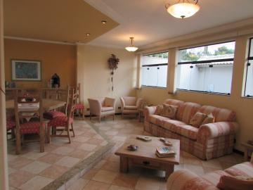 Residencia térrea na Nova Piracicaba, com 303 m² de Terreno, 189,17 m² de construção, sendo 3 suítes com armários e 1 com closet, sala de TV, jardim de inverno, sala de estar e jantar, lavabo, cozinha planejada com despensa, área de serviço e quintal. 4 vagas na garagem. Estuda financiamento. Não aceita permuta.