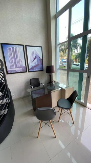 Loja em excelente ponto comercial e ótima visibilidade em edifício nobre na cidade com 40m², banheiro privativo, mezanino.