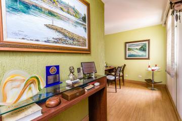 Sala no centro da cidade ótima localização; no 7º andar bem distribuída com móveis e divisórias para 3 ambientes belíssima oportunidade; prédio com diversos escritórios.