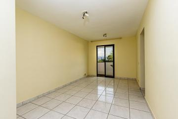 Apartamento com sala dois ambientes com sacada, 2 dormitórios com armários, banheiro social com gabinete e box, cozinha com armários. 2 vagas de garagem.